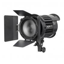 NANLITE LED-Studioleuchte P-100 mit NG-18X Fresnel-Vorsatz und Lichtklappen