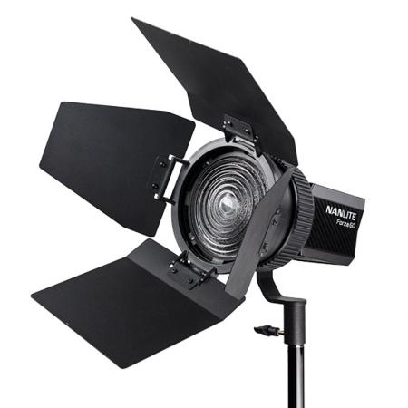 NANLITE LED Studioleuchte FORZA 60 mit Fresnel-Vorsatz 10-45°